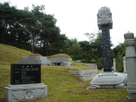 12세신극례묘지전경.jpg